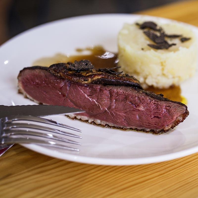 magret de canard rossini, foie gras et truffe noire